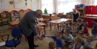 burmistrz i przedszkolaki