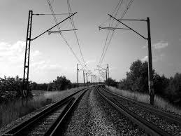 Młody mężczyzna wpadł pod pociąg