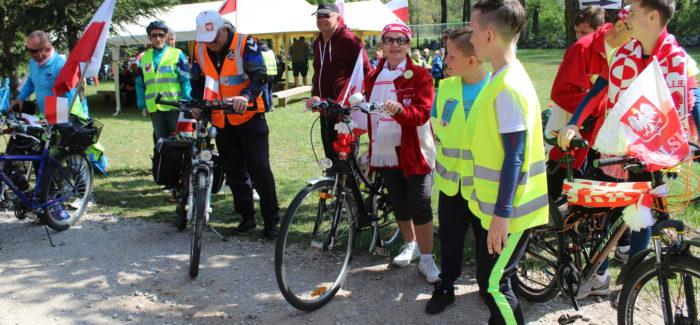 Biało-czerwona na rowerze