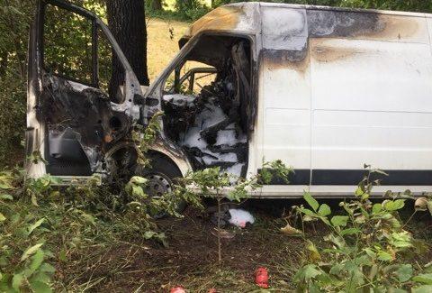 Wyciągnęli kobietę z płonącego auta