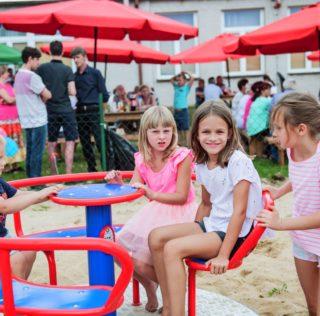 Festyn i uroczyste otwarcie placu zabaw w Zborowie